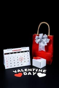 Il calendario con la mano rossa ha scritto il punto culminante del cuore il 14 febbraio del giorno di san valentino