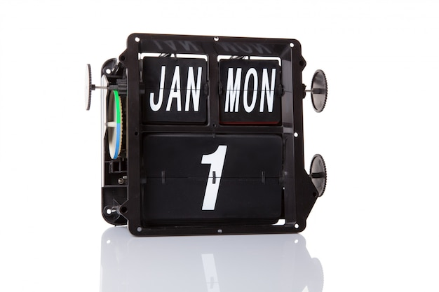Il calendario meccanico retro data 1 gennaio, su sfondo bianco isolato.