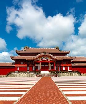 Il castello di shuri, naha, okinawa, giappone. uno dei famosi castelli di okinawa.