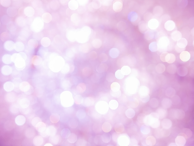 Il chiarore astratto bianco e rosa della scintilla del bokeh ha offuscato il bello chiarore brillante delle luci