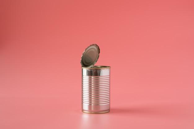 Il cibo può aprire vuoto su sfondo rosa in stile pop art