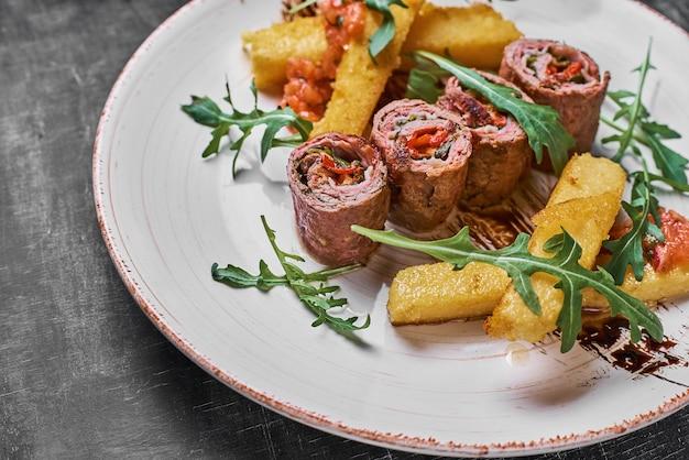 Il cibo tradizionale russo o moldavo o rumeno o ucraino chiamato mamaliga.