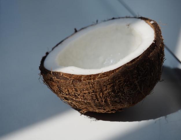 Il cocco spezzato