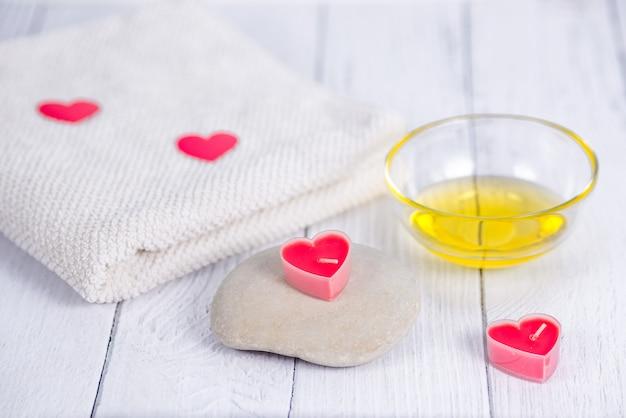 Il concetto di spa nel giorno di san valentino. relax e cure di benessere. procedura da bagno