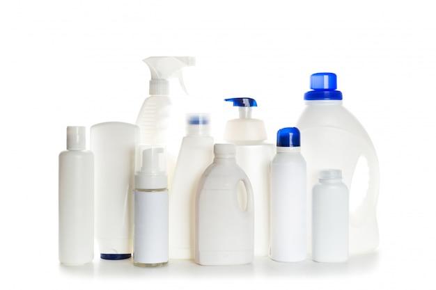 Il contenitore di plastica del prodotto di pulizia per la casa pulisce su fondo bianco