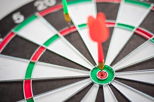 Il dardo colpisce bullseye è un obiettivo e un obiettivo del marketing aziendale come.