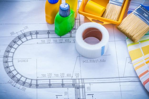 Il disegno di costruzione con il vassoio del rullo del pennello imbottiglia il nastro adesivo e il concetto di manutenzione del campionatore di colore