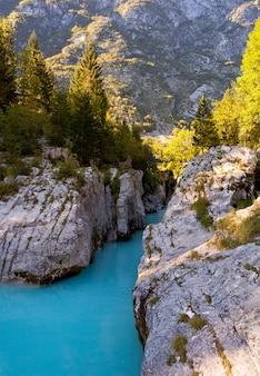 Il fiume smeraldo soča, il fiume più bello della slovenia