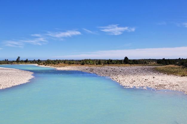 Il fiume sulla costa occidentale dell'isola del sud, nuova zelanda