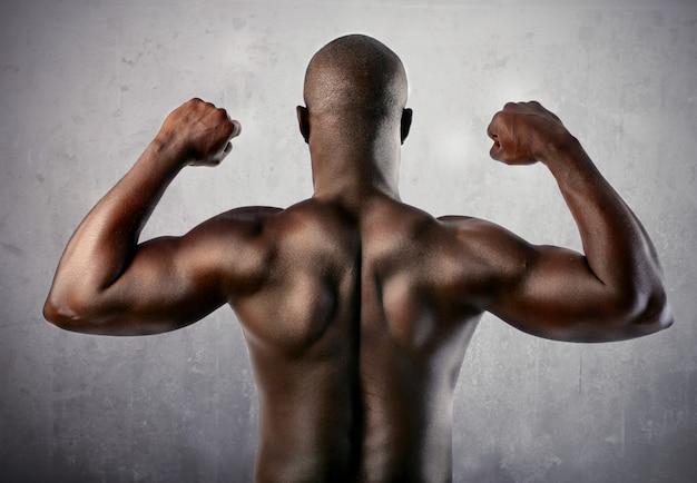 Il forte uomo nero è tornato