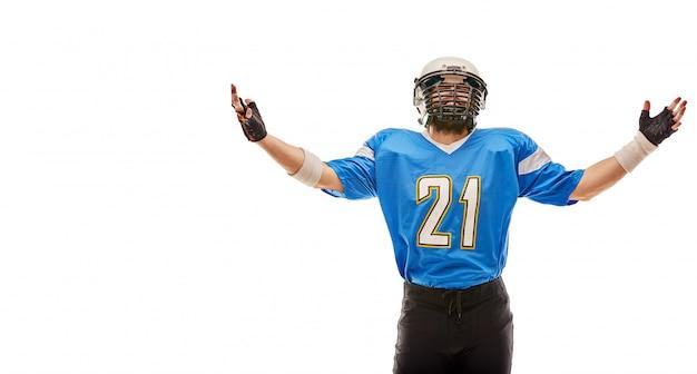 Il giocatore di football americano posa in uniforme