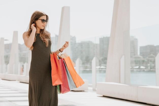 Il giovane modello è andato a fare shopping