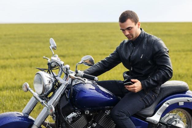 Il giovane motociclista ha un arresto