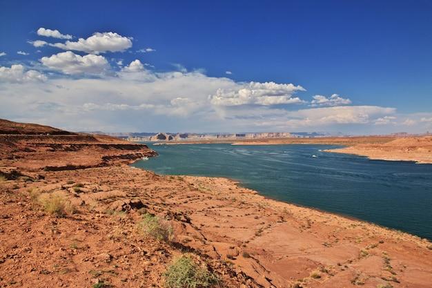 Il lago sul fiume colorado in arizona, paige, usa