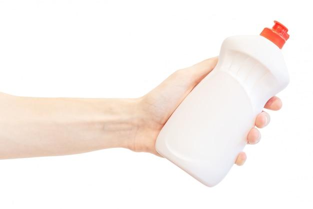 Il lavaggio della bottiglia di plastica liquida in mano degli uomini isolata su bianco