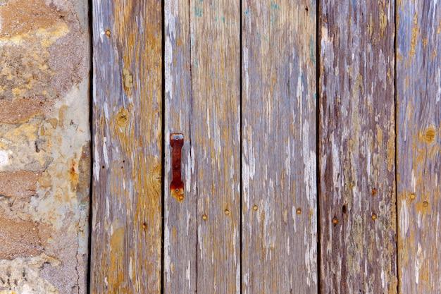 Il legno invecchiato di lerciume delle bande barra il mare stagionato