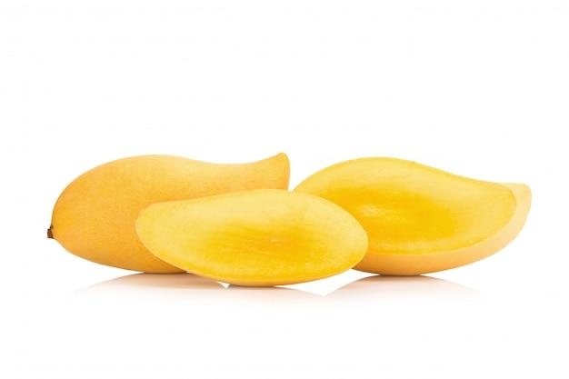 Il mango ha isolato nessuna priorità bassa bianca
