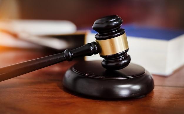 Il martelletto del giudice, martello della giustizia, concetto di legge