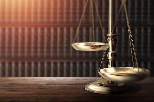 Il martelletto del giudice su fondo di legno, vista superiore