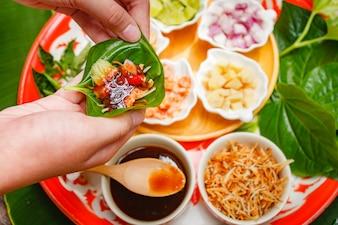 Il Miang Kham è uno spuntino tradizionale thailandese.
