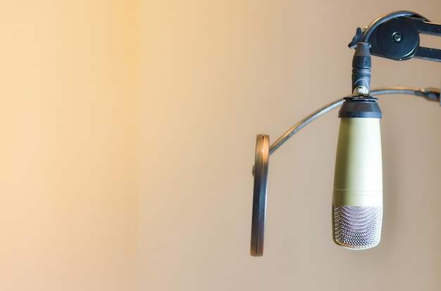Il microfono nella stanza della musica del suono