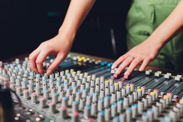 Il mixer. telecomando per la registrazione del suono.