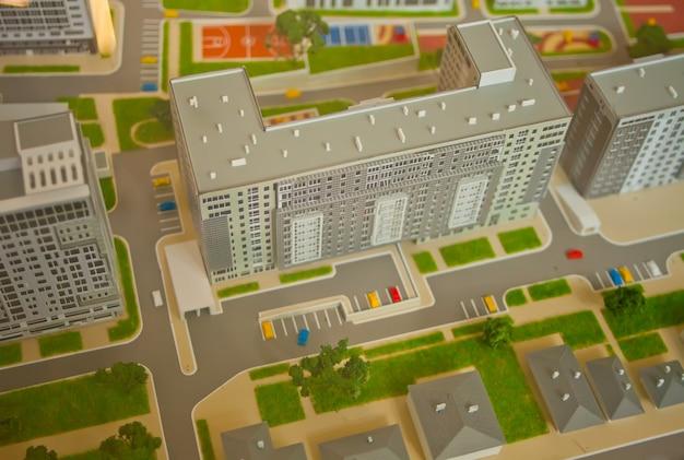 Il modello con l'immagine di una miniatura di case e strade
