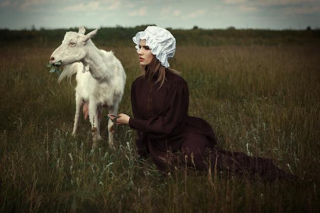 Il modello in stile amish è in posa con gli animali