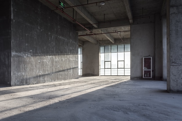 Il moderno edificio commerciale vuoto