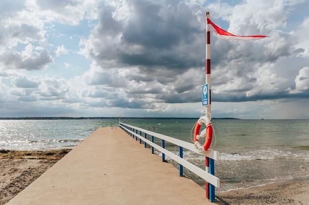 Il molo che domina il cielo e il mare, svezia helsingborg