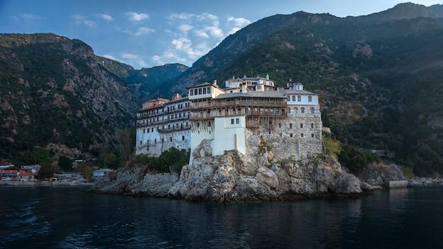 Il monastero di san gregorio nella sacra montagna di athos in grecia