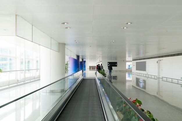 Il nastro trasportatore mobile è in aeroporto.