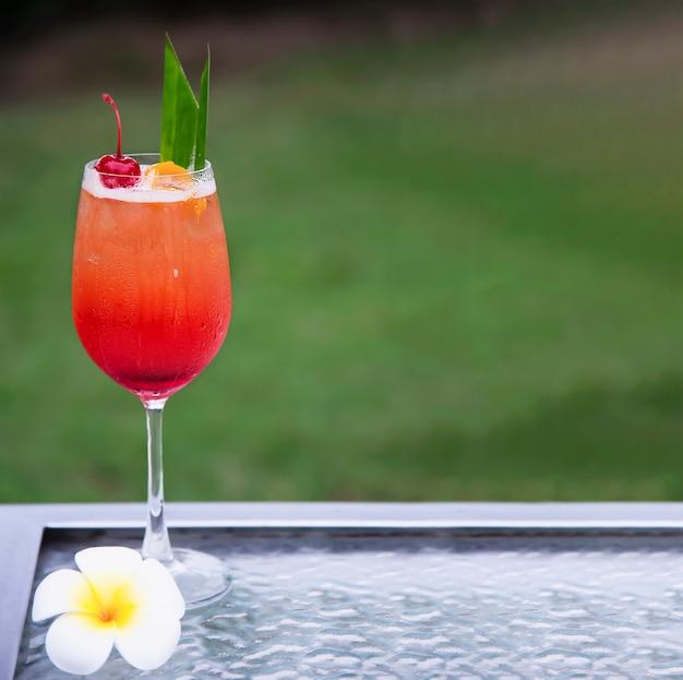 Il nome della ricetta del cocktail mai tai o mai thai thai favorisce il cocktail