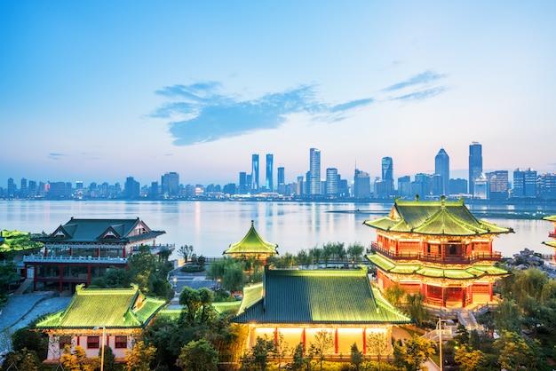 Il padiglione di nanchang tengwang di notte, è uno dei famosi edifici antichi cinesi