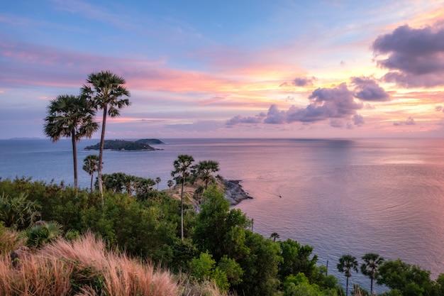 Il paesaggio del punto di vista rilascia capo promthep al tramonto
