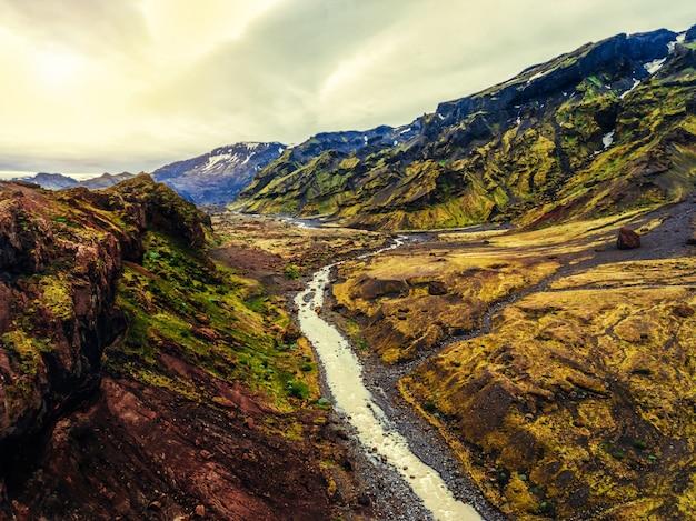 Il paesaggio di thorsmork in altopiano islandese