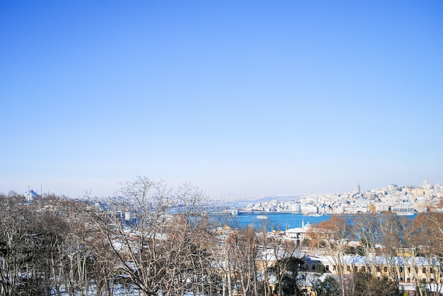 Il paesaggio scenico dalle mura del palazzo topkapi. turchia istanbul.