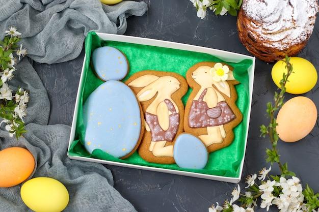 Il pan di zenzero pasquale si trova in una scatola
