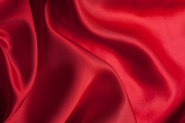Il panno rosso ondeggia la struttura del fondo