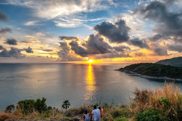 Il panorama del punto di vista laem promthep il capo al tramonto