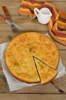 Il pezzo tagliato a torta di cipolle