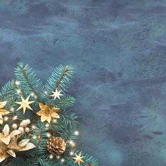 Il piano del nuovo anno o di natale pone il fondo quadrato sul bordo strutturato con lo spazio del testo. vista dall'alto, layout piatto, ramoscelli di abete decorati con bigiotteria dorata, fiori e luci di natale su trama scura
