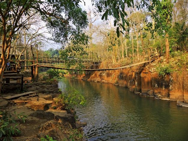 Il piccolo fiume nella giungla, laos