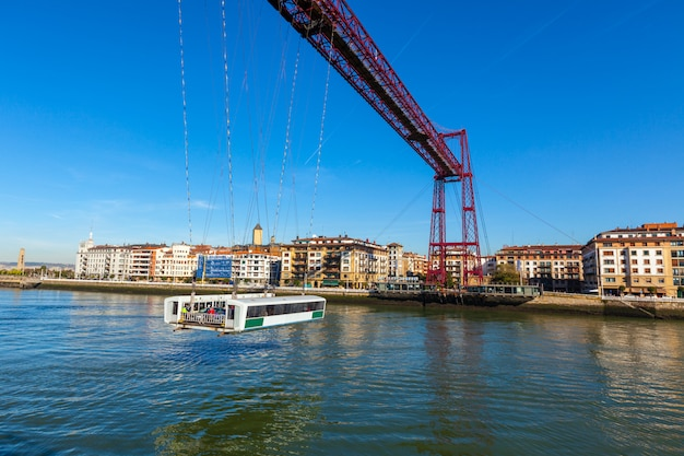 Il ponte sospeso di bizkaia a portugalete, spagna