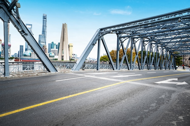 Il ponte waibaidu a shanghai, in cina