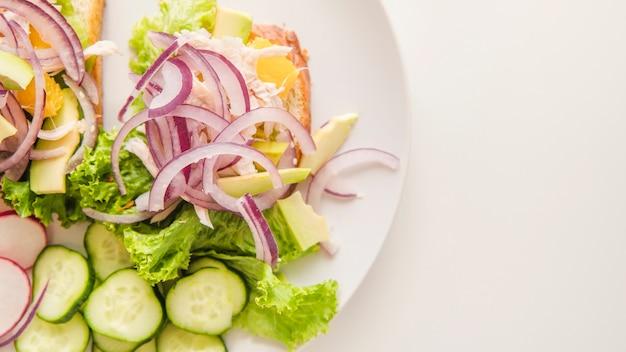 Il primo piano ha sparato l'alimento sano con copia-spazio