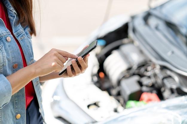 Il proprietario del veicolo che utilizza l'assicurazione auto del contatto internet del telefono