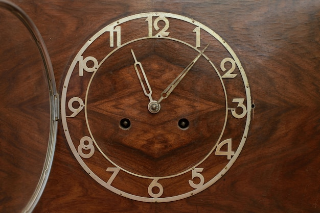 Il quadrante del vecchio orologio