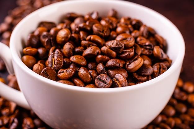 Il rinvigorente caffè del mattino con i dolci. può essere usato come sfondo