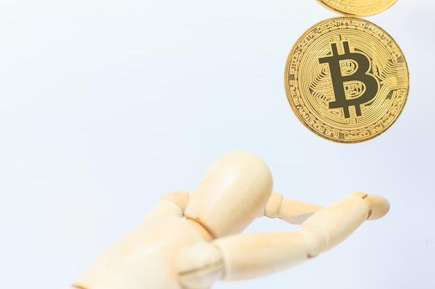 Il robot di legno smette di cadere bitcoin